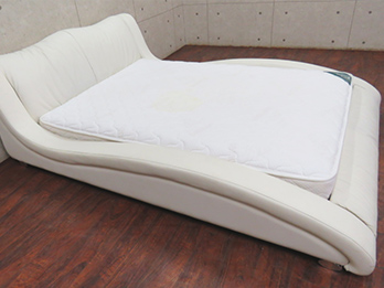 Metria ベッドフレーム