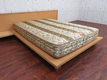 ストライプ ベッド